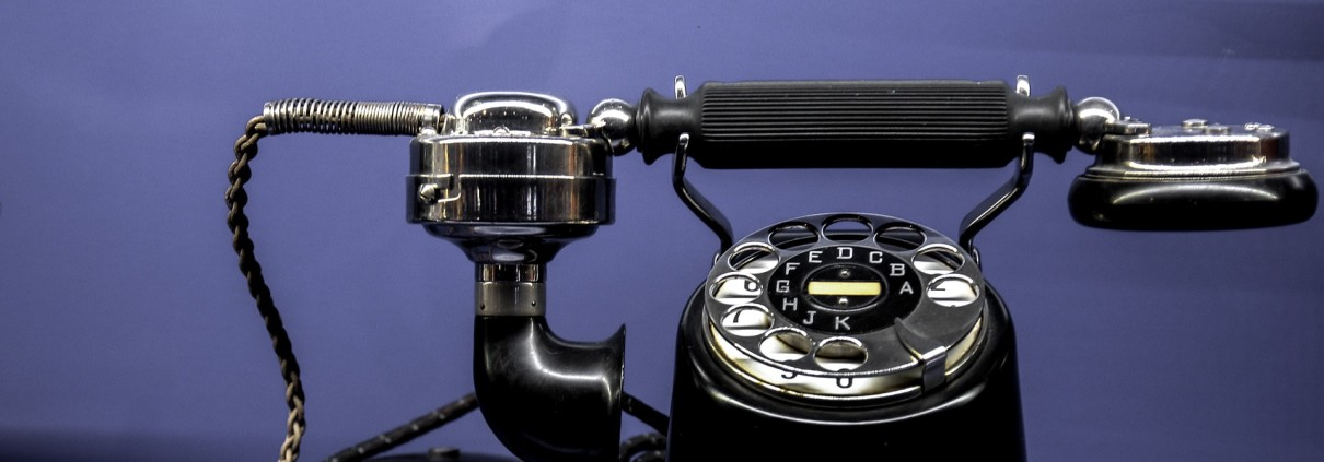un telefono degli anni novanta