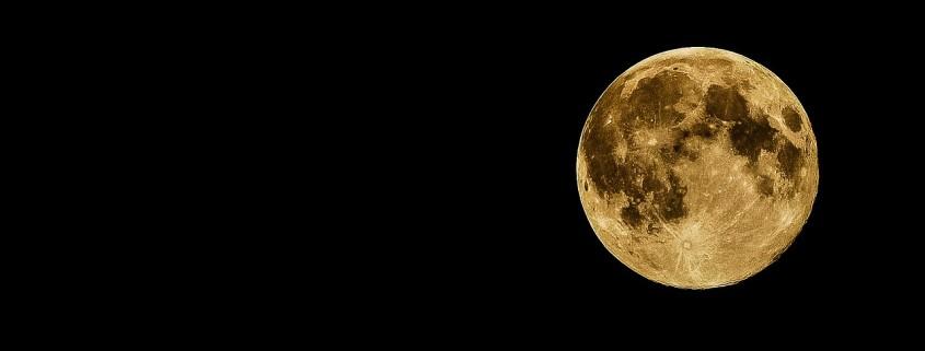 La luna su nel cielo