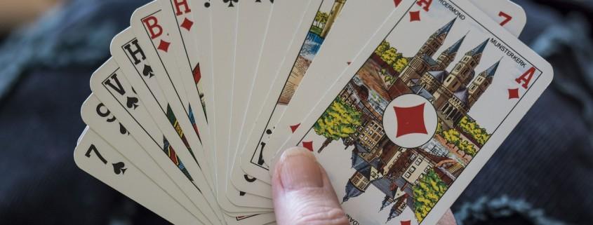 una mano di carte da gioco